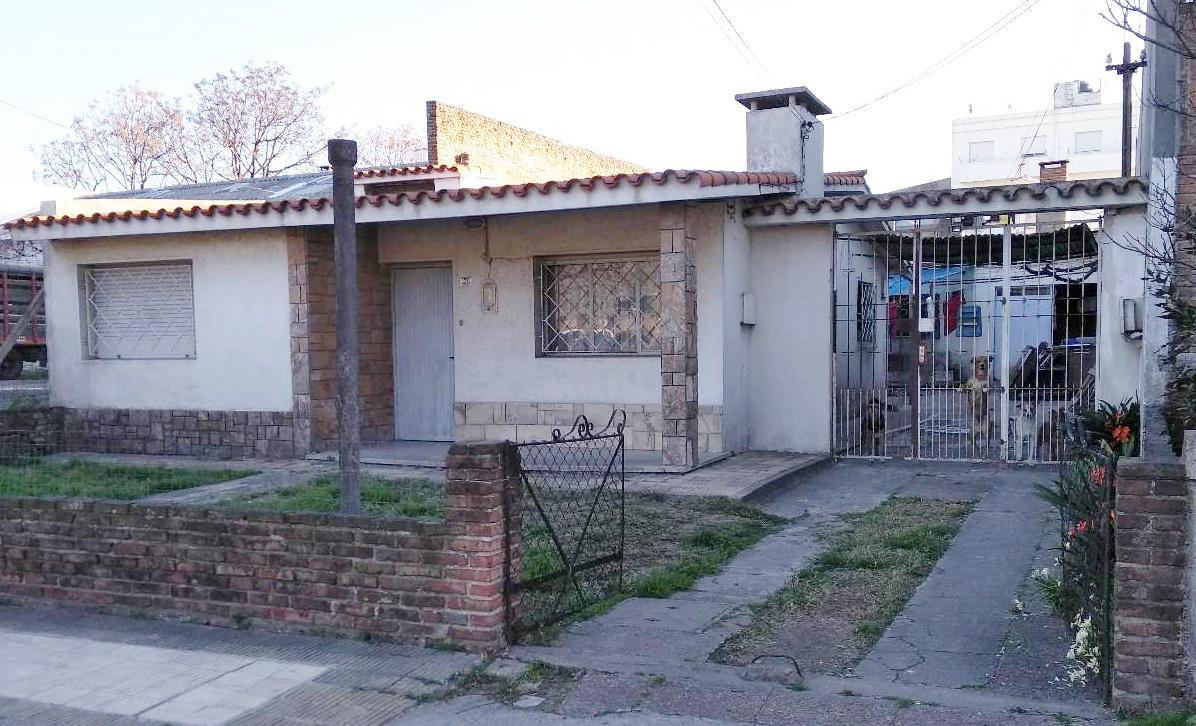 Foto Casa en Venta en  Peréz Castellanos ,  Montevideo  Isabela al 3200