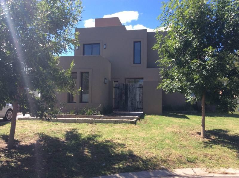 Foto Casa en Venta en  Santa Guadalupe,  Pilar Del Este  Santa Guadalupe al 100