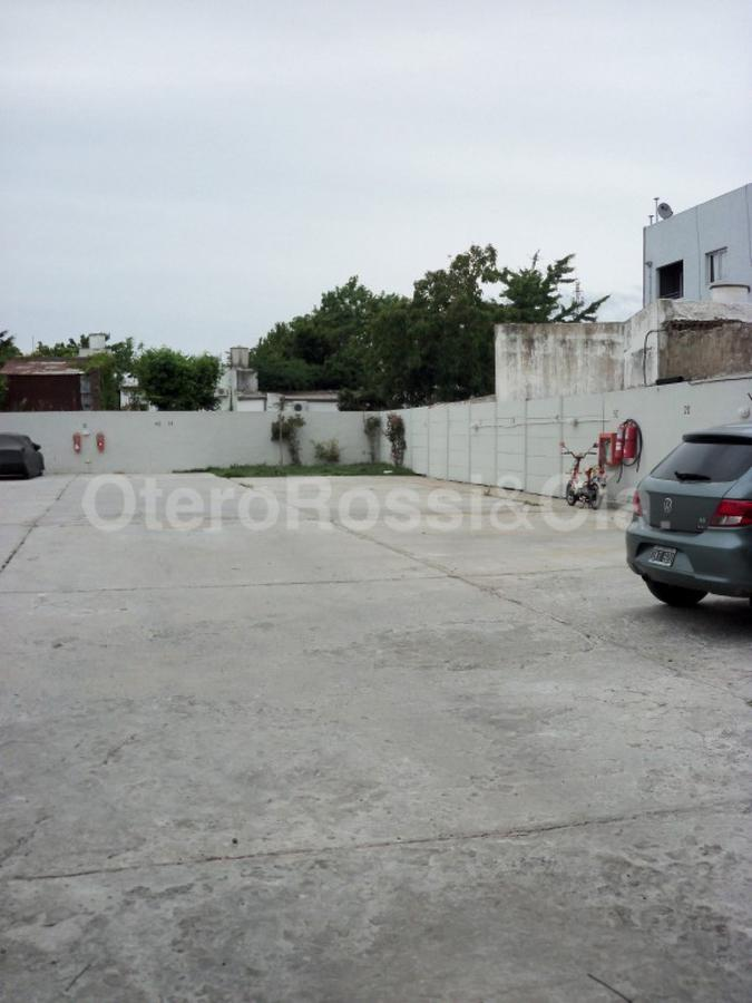 Foto Cochera en Alquiler en  La Plata ,  G.B.A. Zona Sur  44 E/ 23 y 24