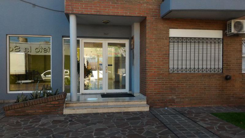 Foto Departamento en Alquiler en  Lomas De Zamora,  Lomas De Zamora  Laprida al 700