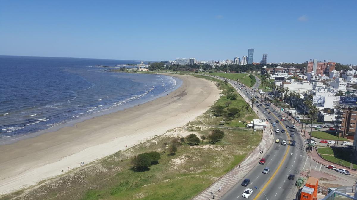 Foto Departamento en Venta en  Malvín ,  Montevideo  Rambla de Malvin , pent house duplex , 141 m2 + 81 m2 terrazas !!
