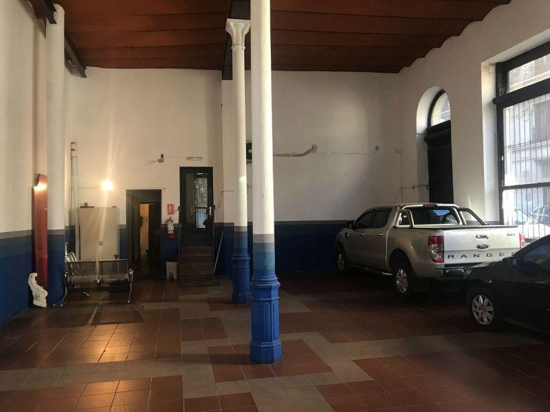 Foto Local en Alquiler en  Ciudad Vieja ,  Montevideo  Rambla 25 de agosto 100