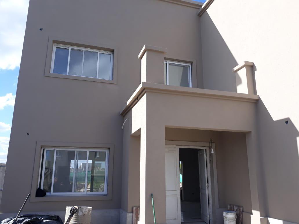 Foto Casa en Venta |  en  San Gabriel,  Villanueva  Casa a estrenar, estilo moderno. Diseño único. 3 suites. Amplios ambientes. Pileta.