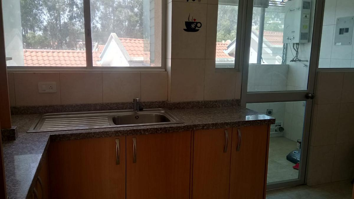 Foto Departamento en Venta en  Norte de Quito,  Quito  Vendo departamento amplio 2 dormitorios sector Santa Lucia