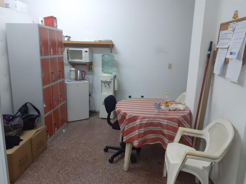 Foto Local en Venta en  Centro (Montevideo),  Montevideo  Amplio local comercial en pleno Centro