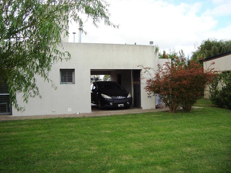 Foto Casa en Venta en  Manuel B Gonnet,  La Plata  493 entre 133 y 134