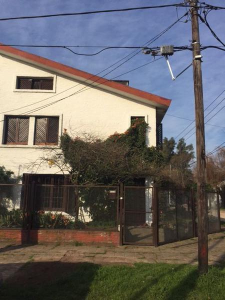 Foto Casa en Venta en  Burzaco,  Almirante Brown  25 de Mayo 104