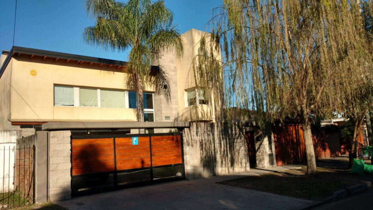 Foto Casa en Venta en  Jose Marmol,  Almirante Brown  Julio Arin 970