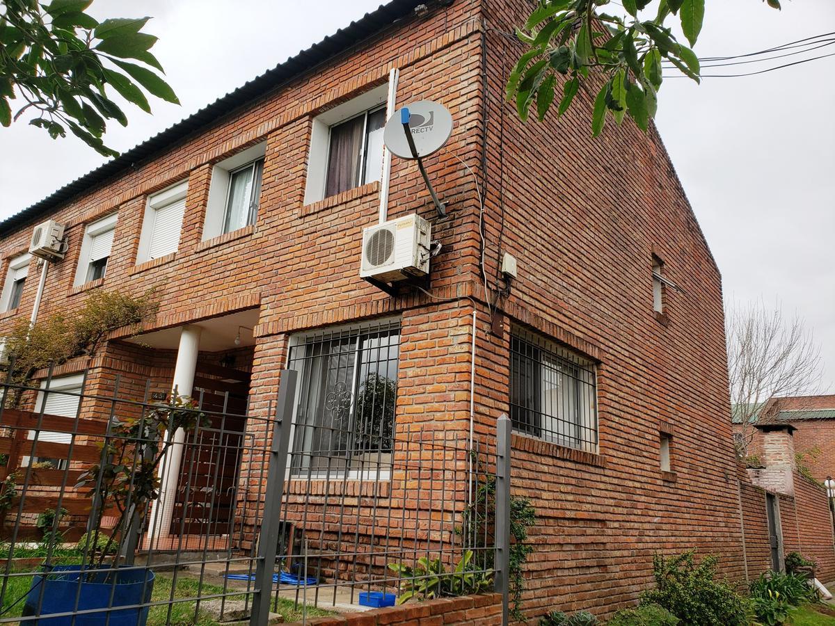 Foto Apartamento en Venta en  Colonia del Sacramento ,  Colonia  Duplex de 3 dormitorios ubicada a 200 metros de Luis Alberto Herrera