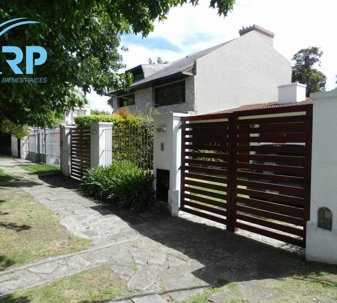 Foto Casa en Venta en  Los Troncos,  Mar Del Plata  Saavedra 1239
