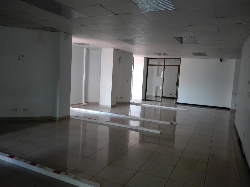 Foto Edificio Comercial en Renta en  Pozos,  Santa Ana  Edificio de 3 pisos en Pozos con 65 estacionamientos
