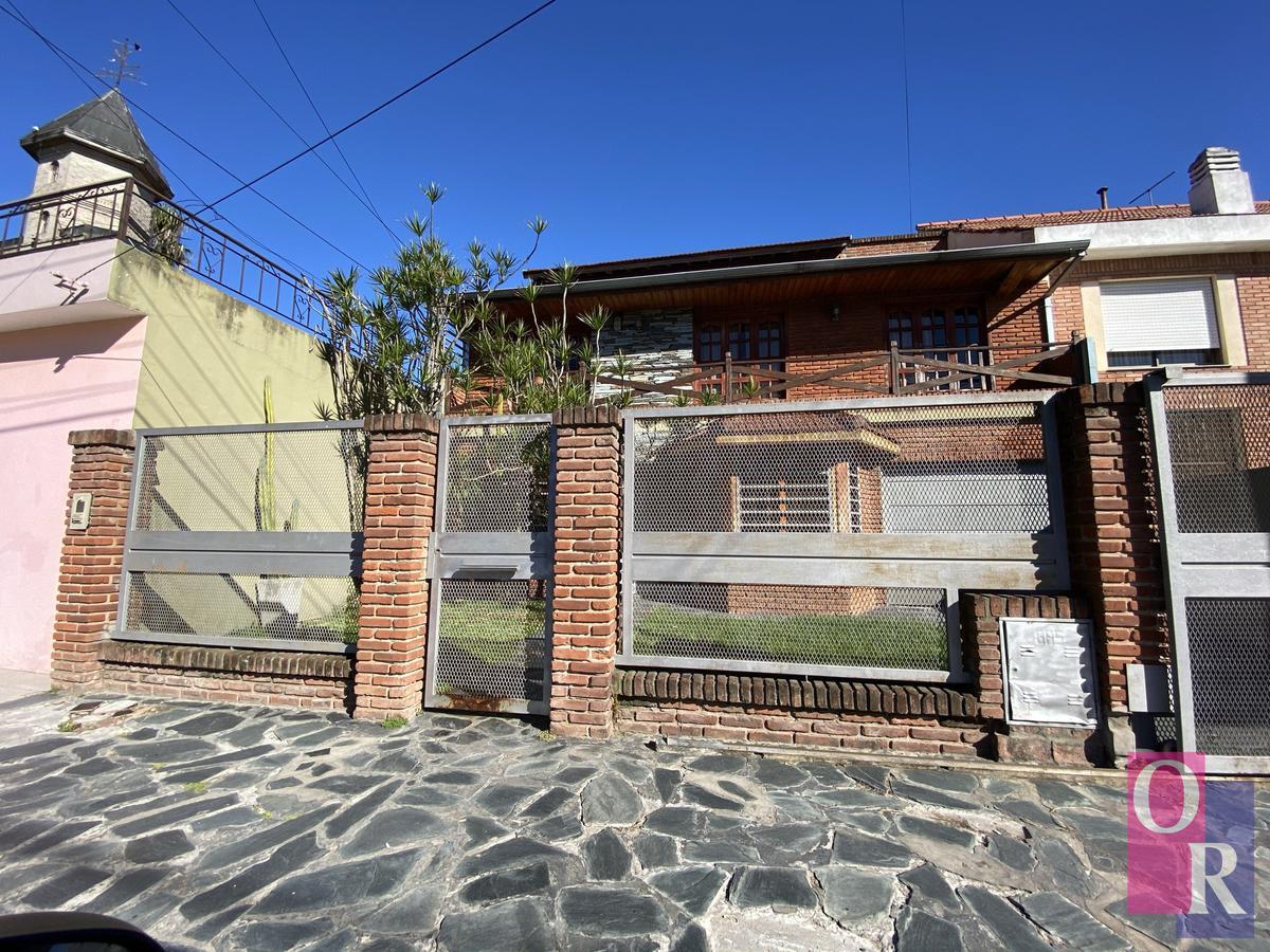 Foto Casa en Venta en  Berazategui,  Berazategui  Calle 9 e/ 153 y Av. Mitre