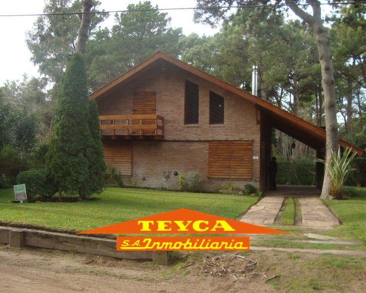 Foto Casa en Venta en  Pinamar ,  Costa Atlantica  Fragata Victoria 3341