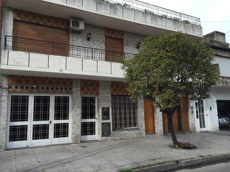Foto PH en Venta en  Lomas Del Mirador,  La Matanza  Pozos entre R. S. Peña y Alicia