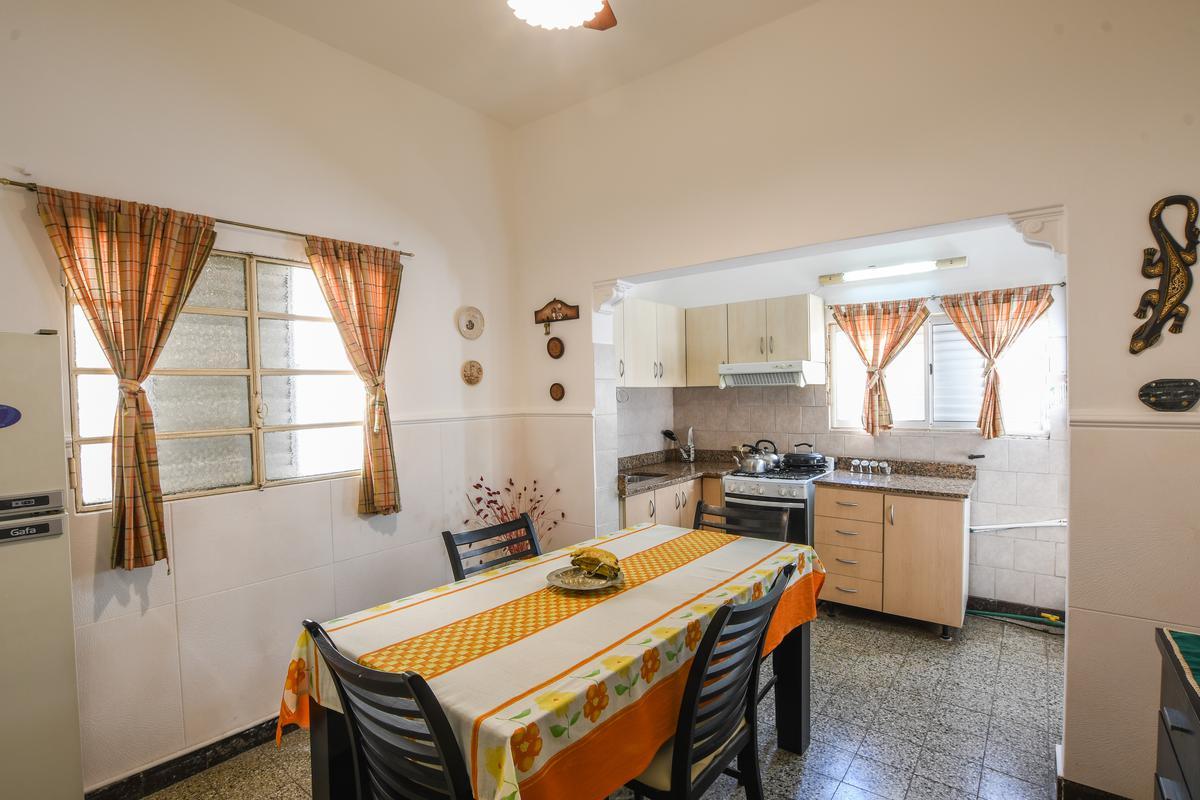 Casa de 2 dormitorios en venta Barrio Belgrano Azcuénaga