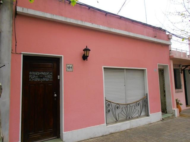 Foto Casa en Venta en  Colonia del Sacramento ,  Colonia  Casa de 2 dormitorios ubicada en el centro de Colonia