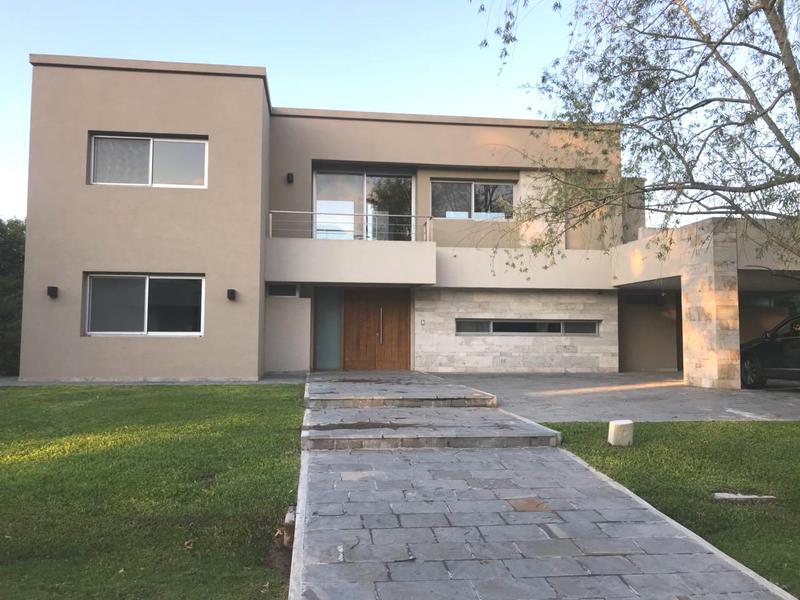Foto Casa en Venta en  El Ombu,  Countries/B.Cerrado (Ezeiza)  Venta - Casa en barrio El Ombú
