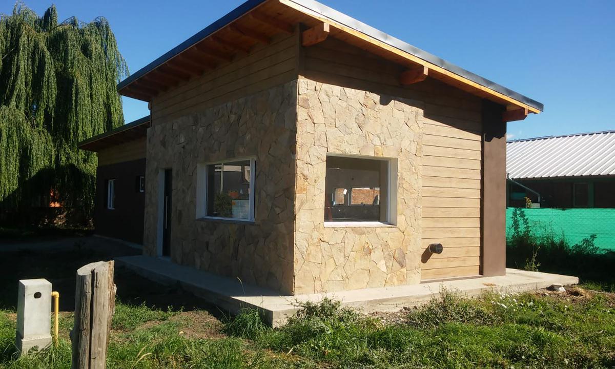 Foto Casa en Venta en  Centro,  El Hoyo  RR3814