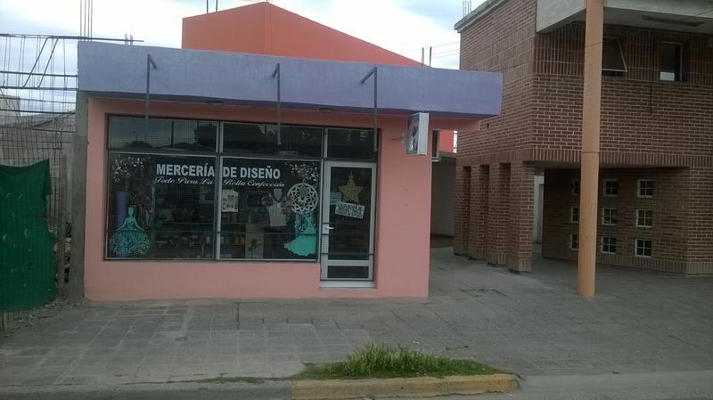 Foto Local en Alquiler en  Villa Regina,  General Roca  SALON COMERCIAL FRENTE TERMINAL