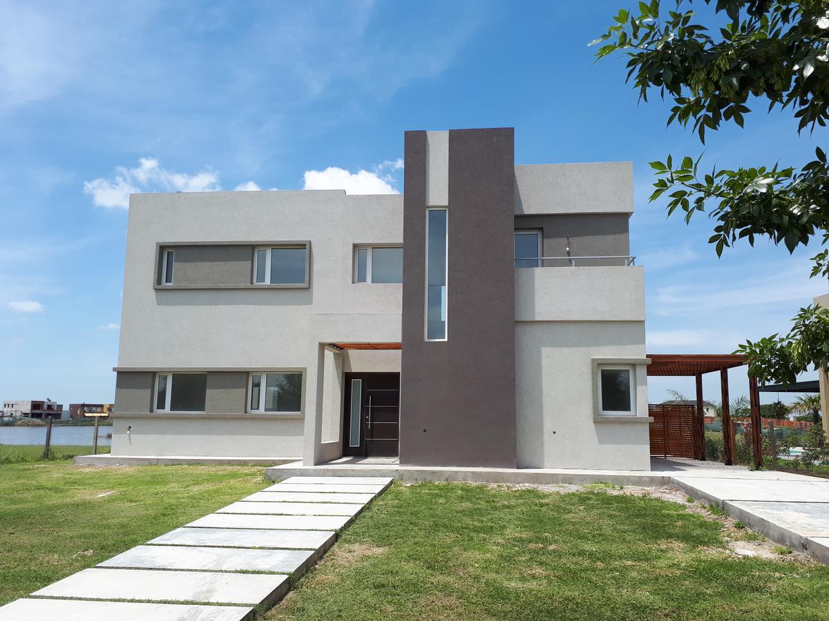 Foto Casa en Venta en  El Canton,  Countries/B.Cerrado  Barrio Islas 36