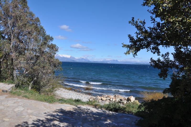 Foto Casa en Venta en  Villaverde,  San Carlos De Bariloche  Gran Casa con Costa de Lago