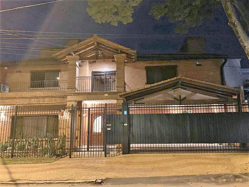 Foto Casa en Alquiler en  Manorá,  Santisima Trinidad  Zona Colegio Americano ASA