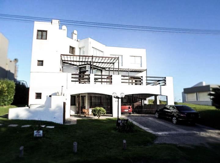 Foto Casa en Venta en  Pinamar ,  Costa Atlantica  Calle Burriquetas al 2500