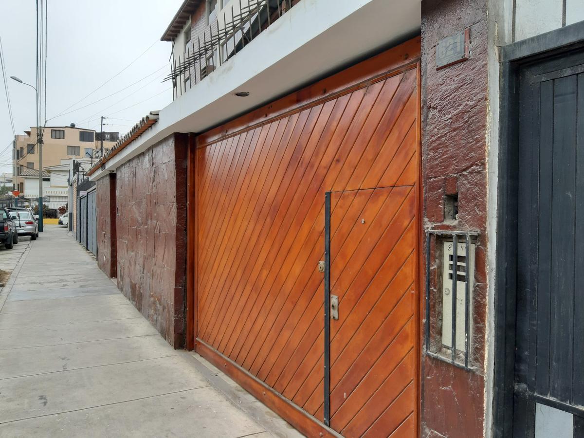 Foto Casa en Venta en  Santiago de Surco,  Lima  Avenida Intihuatana 617