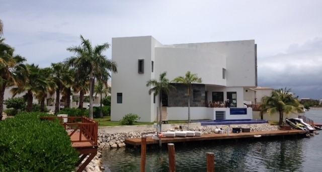 Foto Casa en Venta en  Puerto Cancún,  Cancún  Residencia en venta en Puerto Cancún con muelle. Los Canales. Cancún