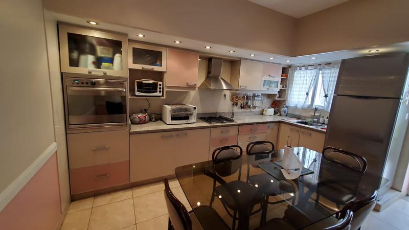Foto Casa en Venta en  Mataderos ,  Capital Federal  Murguiondo al 1300, mataderos R, 4 ambientes más departamento de 2 ambientes, impecables, cochera cubierta, terrazas.