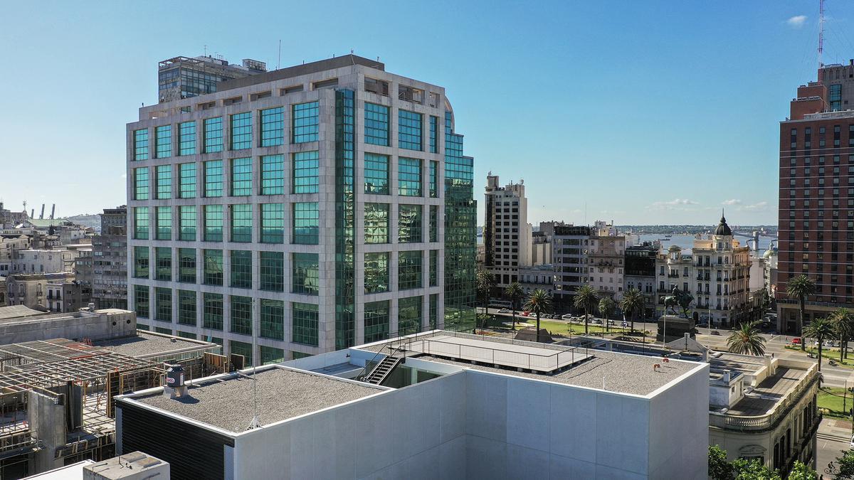 Foto Oficina en Alquiler en  Ciudad Vieja ,  Montevideo  Oficina en Plaza Independencia
