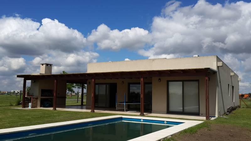 Foto Casa en Alquiler temporario en  El Canton,  Countries/B.Cerrado (Escobar)  Barrio Norte al 500