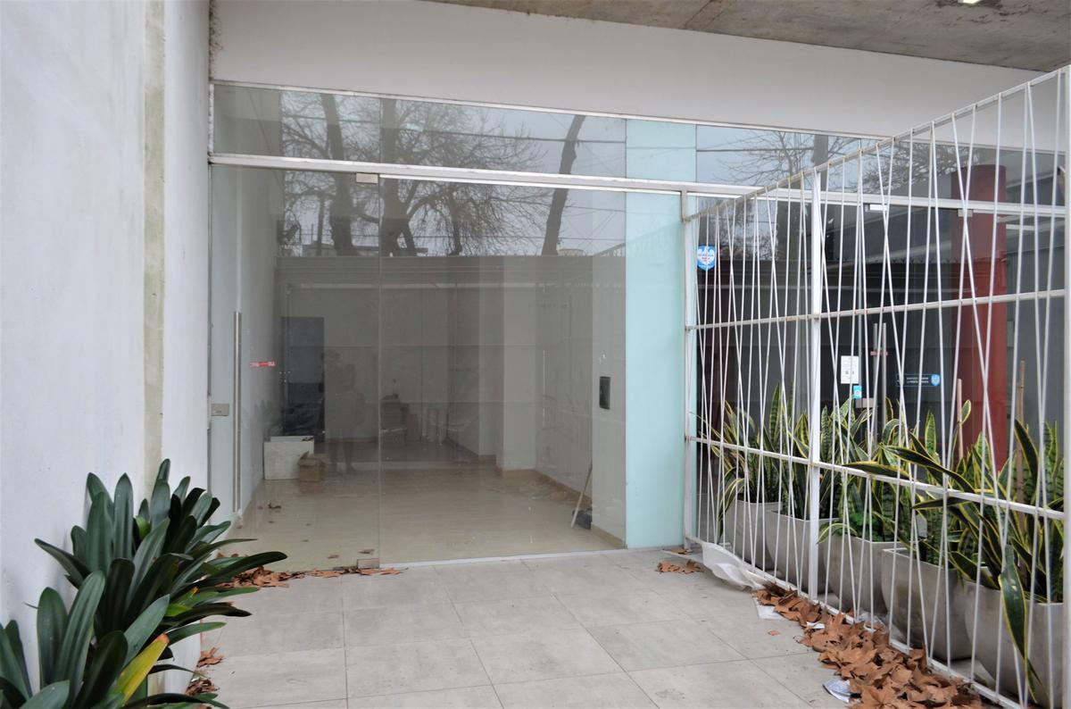 Foto Local en Venta en  Arroyito,  Rosario  J. Ingenieros 854