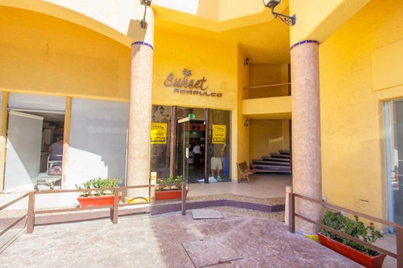 Foto Local en Renta en  Progreso ,  Yucatán  Local 13 comercial en Fracc. Costa Azul Plaza Pabellón.Costera