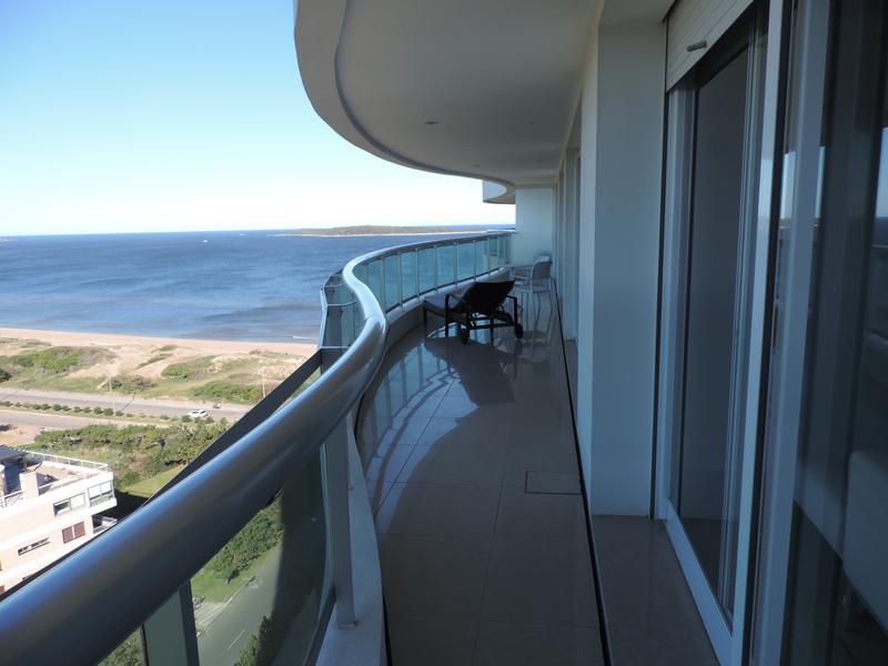 Foto Departamento en Alquiler en  Playa Mansa,  Punta del Este  Playa Mansa