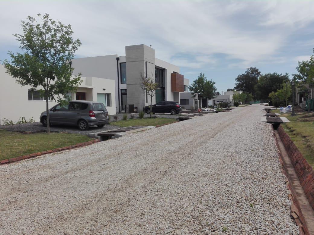 Foto Terreno en Venta en  City Bell,  La Plata  Lote. Aldea San Benito. 31 Y 479.