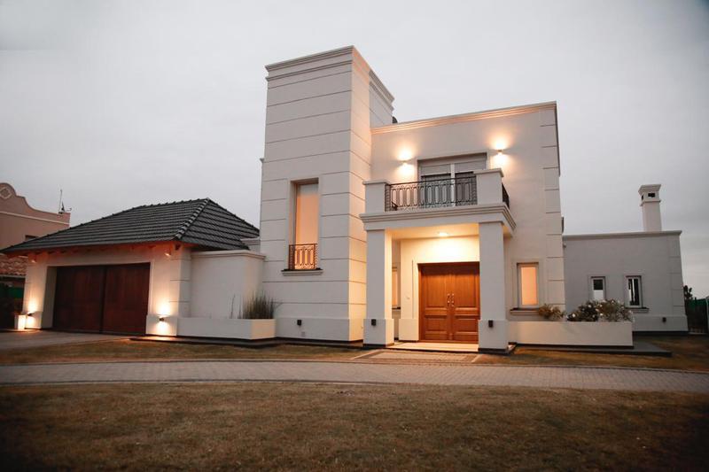 Foto Casa en Venta en  La Cascada Country,  Cordoba Capital  La Cascada Country! Casa de Categoria! 300 mts y 1600 de terreno!