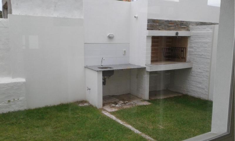 Foto Casa en Alquiler en  Barra de Carrasco ,  Canelones  A metros Rambla Costanera
