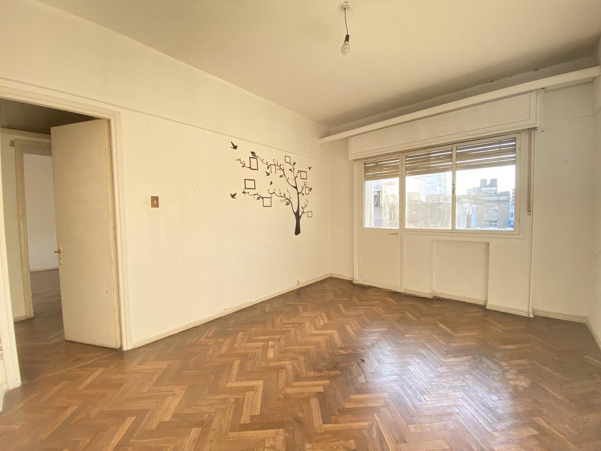 Foto Apartamento en Alquiler en  Centro (Montevideo),  Montevideo  18 de Julio al 1600