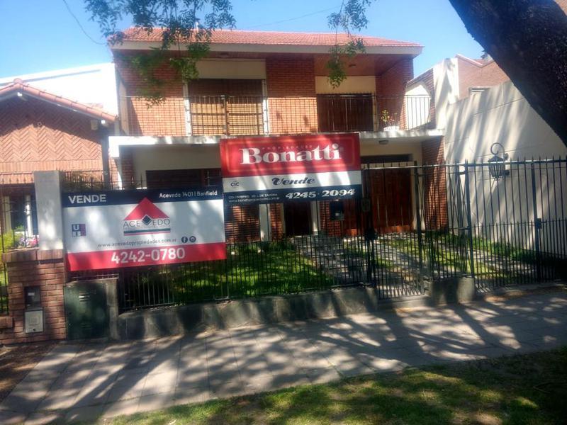 Foto Casa en Venta en  Lomas de Zamora Oeste,  Lomas De Zamora  LARREA  544    e. M. Castro y Azara