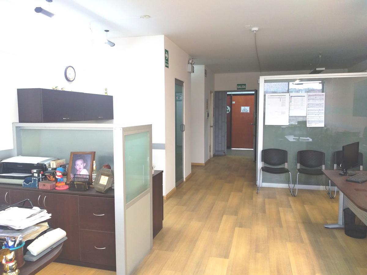 Foto Oficina en Venta en  CHACARILLA DEL ESTANQUE,  Santiago de Surco  Av. Primavera 120, Oficina / Local en 2do. Piso