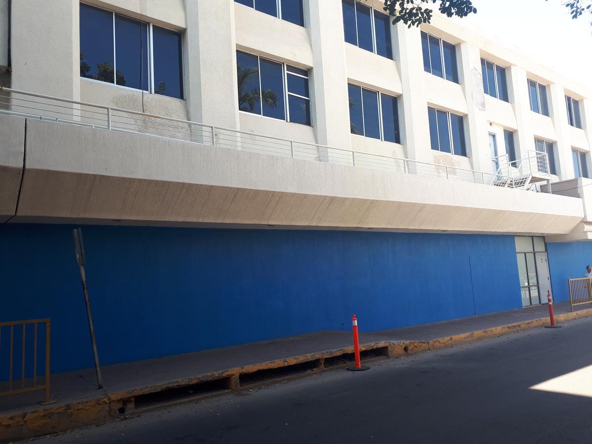 Foto Local en Renta en  Centro,  Culiacán      SE RENTAN 2 LOCALES EN EL CENTRO JUNTO A WYNDHAM HOTEL X LA PALIZA DE 504M2 CADA UNO , $76,000 X LOCAL,IDEAL PARA ESCUELA U OFICINAS
