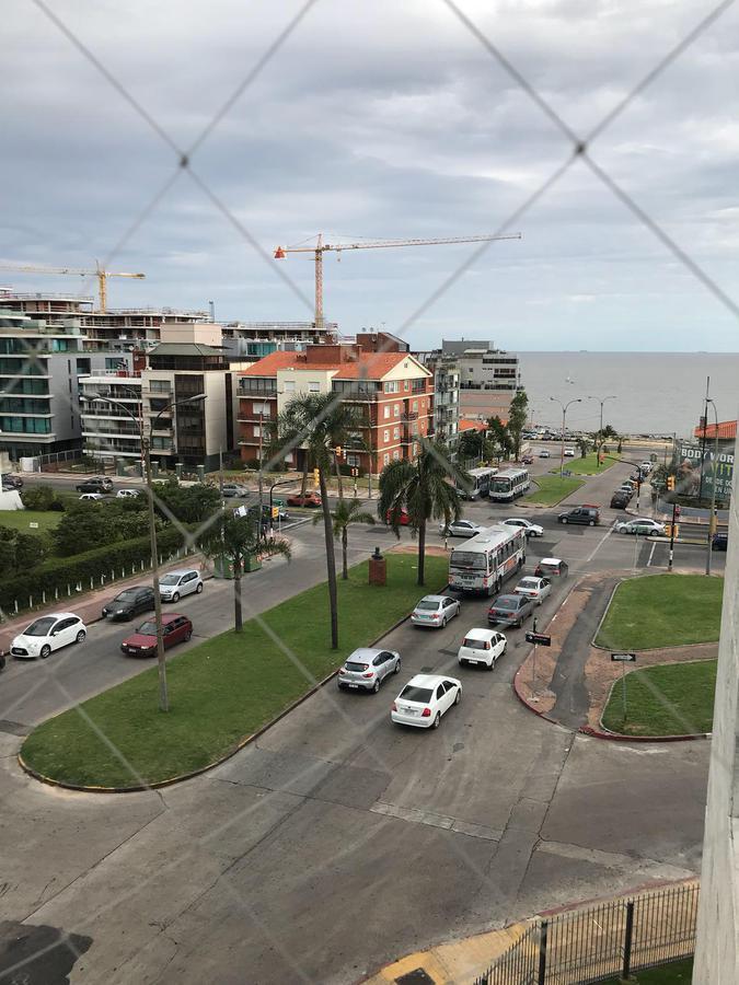 Foto Apartamento en Venta en  Pocitos ,  Montevideo  Casi Rambla - Luis Alberto de Herrera - ÚNICO