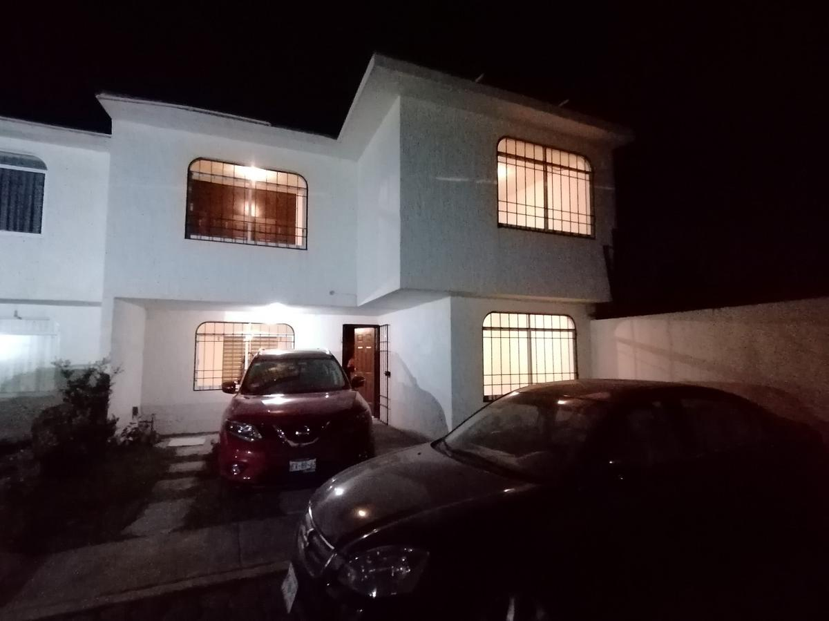 Foto Casa en Renta en  Santa María Totoltepec,  Toluca  PRECIOSA CASA EN RENTA , COL. SANTA MARIA TOTOLTEPEC,  CALLE NEZAHUALCOYOTL