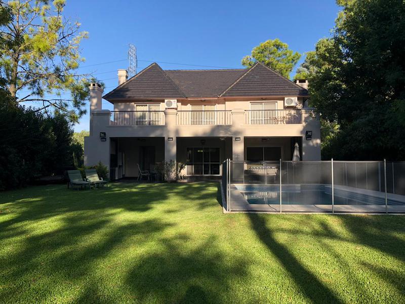 Foto Casa en Venta |  en  Saint Thomas,  Countries/B.Cerrado (E. Echeverría)  Casa impecable St Thomas Norte, Canning
