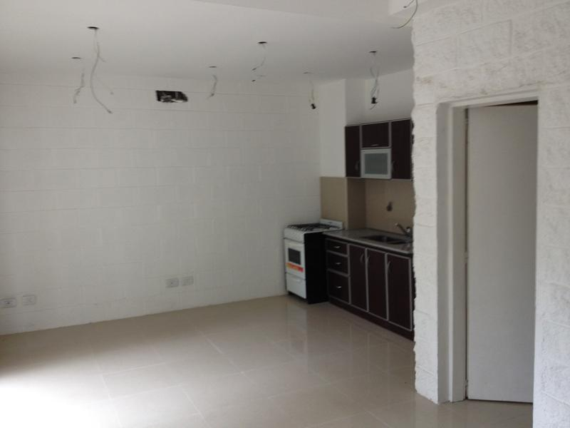 Foto Casa en Alquiler en  Monte Grande,  Esteban Echeverria  12 de Octubre al 200