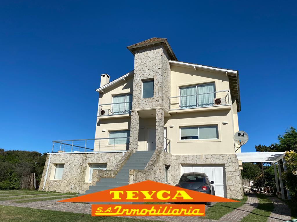 Foto Casa en Alquiler temporario en  Norte Playa,  Pinamar  Buen orden 4279 e/ Helades y Zeus