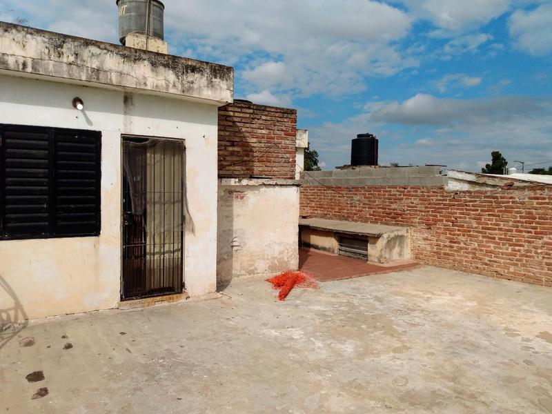 Foto Casa en Venta en  Yapeyu,  Cordoba Capital    VENDO CASA MAS DEPARTAMENTO  -  Cabeza de tigre al 2872