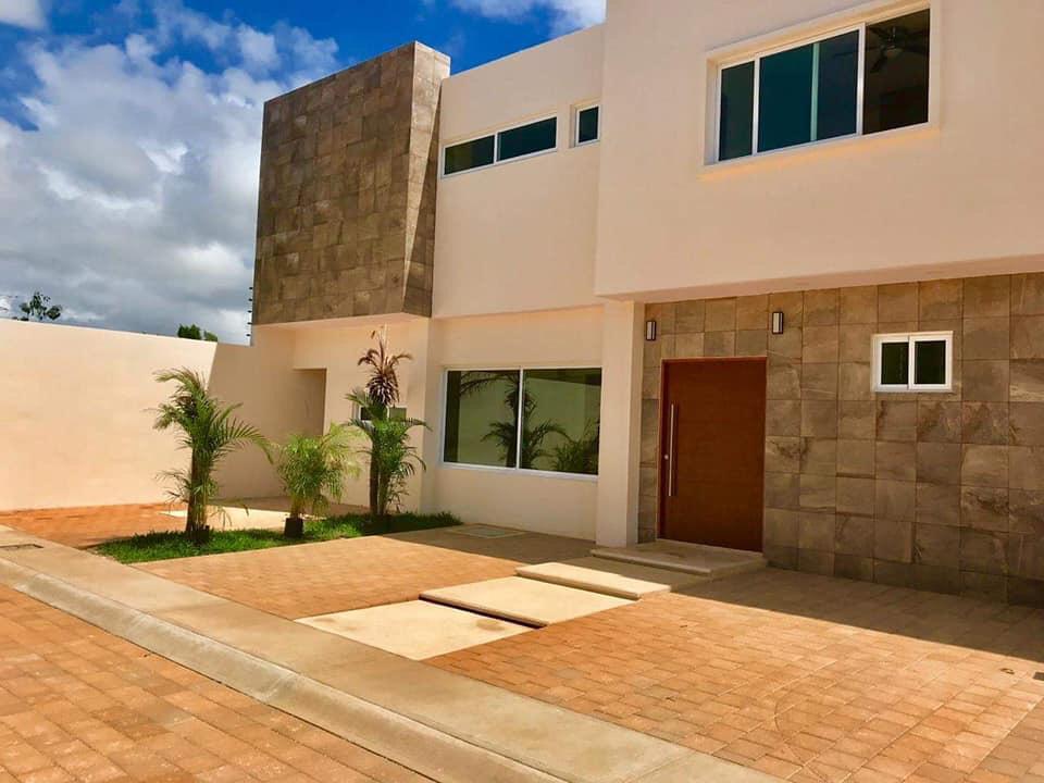 Foto Casa en Venta en  Colegios,  Cancún  CASA EN VENTA EN CANCUN EN FRACCIONAMIENTO COLEGIOS