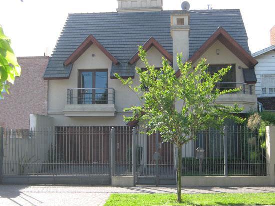 Foto Casa en Venta en  Adrogue,  Almirante Brown  ROSALES nº 937, entre Italia y Somellera